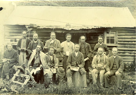 Rev. Alexander Don with Chinese goldminers in Roundhill Camp (c. 1903)
